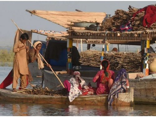 Toxic water destroyed Pakistan's largest lake and the lives of its inhabitants