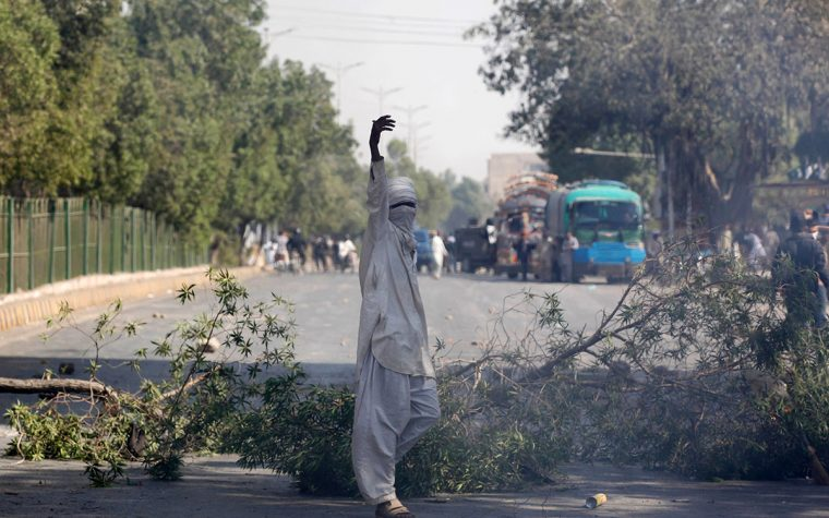 Pakistan police move to end anti-blasphemy riot