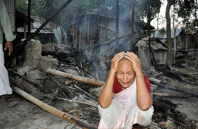 Bangladesh: Hindu village burned by muslim mob over Mohammed insult allegation